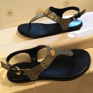 New Micheal Kors Plate Thong Sandals